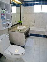 サムイ島 チャウエンビーチのホテル : バナナ ファン シー リゾート(Banana Fan Sea Resort)のスーペリアルームの設備 Bathroom