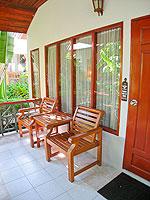 サムイ島 チャウエンビーチのホテル : バナナ ファン シー リゾート(Banana Fan Sea Resort)のデラックスルームの設備 Balcony