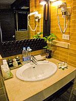 サムイ島 チャウエンビーチのホテル : バナナ ファン シー リゾート(Banana Fan Sea Resort)のビーチフロント デラックスルームの設備 Bathroom
