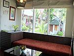 サムイ島 チャウエンビーチのホテル : バナナ ファン シー リゾート(Banana Fan Sea Resort)のプールビュー バンガロールームの設備 Living area