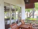 サムイ島 チャウエンビーチのホテル : バナナ ファン シー リゾート(Banana Fan Sea Resort)のプールビュー バンガロールームの設備 Terrace