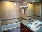 バンコク シーロム・サトーン周辺のホテル : バンダラ スイート シーロム バンコク(Bandara Suite Silom Bangkok)のビジネス スイートルームの設備 Bath Room