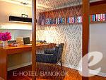 バンコク シーロム・サトーン周辺のホテル : バンダラ スイート シーロム バンコク(Bandara Suite Silom Bangkok)の2ベッドルーム レジデンスルームの設備 Desk