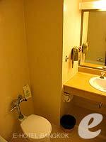 バンコク 王宮・カオサン周辺のホテル : バンコク センター ホテル(Bangkok Centre Hotel)のスーペリア シングル (ルームオンリー)ルームの設備 Bathroom