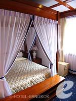 バンコク 王宮・カオサン周辺のホテル : バンコク センター ホテル(Bangkok Centre Hotel)のグランド ロイヤル スイートルームの設備 Bedroom