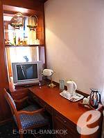 バンコク 王宮・カオサン周辺のホテル : バンコク センター ホテル(Bangkok Centre Hotel)のグランド ロイヤル スイートルームの設備 Desk
