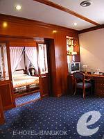 バンコク 王宮・カオサン周辺のホテル : バンコク センター ホテル(Bangkok Centre Hotel)のグランド ロイヤル スイートルームの設備 Living Room