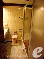 バンコク 王宮・カオサン周辺のホテル : バンコク センター ホテル(Bangkok Centre Hotel)のグランド ロイヤル スイートルームの設備 Bath Room