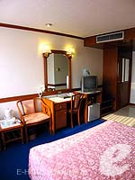 バンコク 王宮・カオサン周辺のホテル : バンコク センター ホテル(Bangkok Centre Hotel)のデラックス シングル (ルームオンリー)ルームの設備 Brdroom