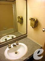 バンコク 王宮・カオサン周辺のホテル : バンコク センター ホテル(Bangkok Centre Hotel)のデラックス シングル (ルームオンリー)ルームの設備 Bath Room