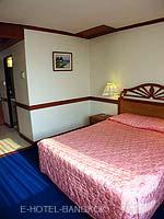 バンコク 王宮・カオサン周辺のホテル : バンコク センター ホテル(Bangkok Centre Hotel)のデラックス ダブル(ウィズ ABF)ルームの設備 Bed Room