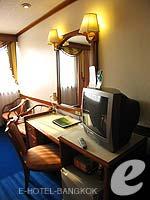 バンコク 王宮・カオサン周辺のホテル : バンコク センター ホテル(Bangkok Centre Hotel)のデラックス ダブル(ウィズ ABF)ルームの設備 TV