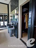 サムイ島 オーシャンビューのホテル : バンヤン ツリー サムイ(Banyan Tree Samui)のサンクチュアリ プール ヴィラ(2ベッドルーム)ルームの設備 Closet