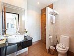 プーケット パトンビーチのホテル : バラミー リゾテル(Baramee Resortel)のデラックスルームの設備 Bath Room