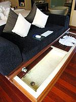 プーケット 20,000円以上のホテル : バライ ヴィラ by サワディー ヴィレッジ(Baray Villa by Sawasdee Village)のバライ ヴィラルームの設備 Sofa