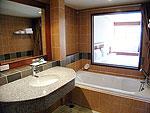 プーケット ファミリー&グループのホテル : バウマンブリ(Baumanburi)のデラックス(シングル)ルームの設備 Bath Room