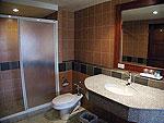 プーケット ファミリー&グループのホテル : バウマンブリ(Baumanburi)のデラックス (ツイン/ダブル)ルームの設備 Bath Room
