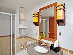 プーケット ファミリー&グループのホテル : バウマンブリ(Baumanburi)のグランド デラックス(ツイン/ダブル)ルームの設備 Bath Room
