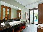サムイ島 チョンモーンビーチのホテル : ベイ ウォーター リゾート(Bay Water Resort Koh Samui)のデラックス プールアクセスルームの設備 Bath Room