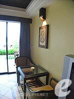 プーケット カロンビーチのホテル : ビヨンド リゾート カロン(Beyond Resort Karon)のデラックスルームの設備 Relax Area