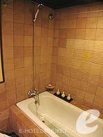 プーケット カロンビーチのホテル : ビヨンド リゾート カロン(Beyond Resort Karon)のデラックスルームの設備 Bathroom
