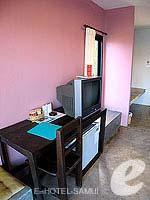 サムイ島 オーシャンビューのホテル : ブルー ヒル リゾート(Blue Hill Resort)のシービュー デラックスルームの設備 Writing Desk