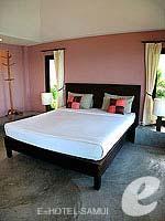 サムイ島 オーシャンビューのホテル : ブルー ヒル リゾート(Blue Hill Resort)のシービュー ヴィラルームの設備 King-sized Bed
