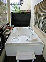プーケット パトンビーチのホテル : ブラサリ プーケット(Burasari Phuket)のムード コレクション タイ エレガンスルームの設備 Bathtub