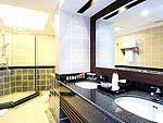プーケット スパ併設のホテル : ケープ パンワ ホテル(Cape Panwa Hotel)のケープ シグネチャールームの設備 Bath Room