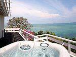 プーケット その他・離島のホテル : ケープ パンワ ホテル(Cape Panwa Hotel)のケープ シグネチャールームの設備 Outdoor Jacuzzi