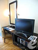 パタヤ シラチャーのホテル : ケープ ラチャ ホテル シラチャー(Cape Racha Hotel Sriracha)のスタジオ スイートルームの設備 Television