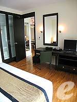 パタヤ シラチャーのホテル : ケープ ラチャ ホテル シラチャー(Cape Racha Hotel Sriracha)の1ベッド ルーム スイートルームの設備 Bedroom