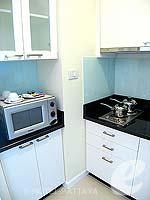 パタヤ シラチャーのホテル : ケープ ラチャ ホテル シラチャー(Cape Racha Hotel Sriracha)の1ベッド ルーム スイートルームの設備 Pantry Kitchen