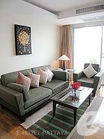 パタヤ シラチャーのホテル : ケープ ラチャ ホテル シラチャー(Cape Racha Hotel Sriracha)の1ベッド ルーム スイートルームの設備 Sofa