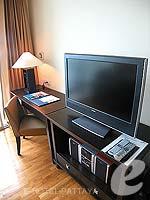 パタヤ シラチャーのホテル : ケープ ラチャ ホテル シラチャー(Cape Racha Hotel Sriracha)の1ベッド ルーム スイートルームの設備 Television