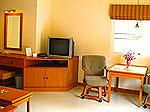 パタヤ ジョムティエンビーチのホテル : カジュアリーナ ジョムティエン ホテル(Casuarina Jomtien Beach Hotel)のバンガロールームの設備 Bedroom