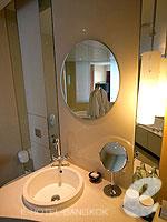バンコク ファミリー&グループのホテル : センタラ グランド アット セントラルワールド(Centara Grand at Central World)のスーペリア ワールドルームの設備 Bathroom