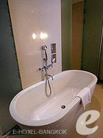 バンコク ファミリー&グループのホテル : センタラ グランド アット セントラルワールド(Centara Grand at Central World)のプレミアム ワールド ルームの設備 Bathroom