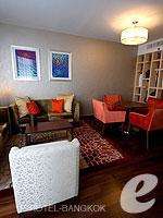 バンコク ファミリー&グループのホテル : センタラ グランド アット セントラルワールド(Centara Grand at Central World)のエグゼクティブ スイートルームの設備 Lving Room