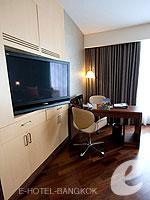 バンコク ファミリー&グループのホテル : センタラ グランド アット セントラルワールド(Centara Grand at Central World)のエグゼクティブ スイートルームの設備 Tv