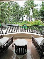 サムイ島 キッズルームありのホテル : センタラ グランド ビーチ リゾート サムイ(Centara Grand Beach Resort Samui)のデラックス オーシャンフェーシングルームの設備 Balcony
