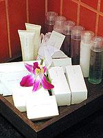 サムイ島 キッズルームありのホテル : センタラ グランド ビーチ リゾート サムイ(Centara Grand Beach Resort Samui)のプレミア デラックス オーシャンフェーシングルームの設備 Bath Amenities