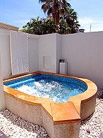 プーケット 5,000~10,000円のホテル : センタラ カロン リゾート(Centara Karon Resort)のカバナ 1ベットルーム プライベートプールルームの設備 Private Jacuzzi