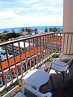 プーケット 5,000~10,000円のホテル : センタラ カロン リゾート(Centara Karon Resort)のスーペリアオーシャンビュー(シングル)ルームの設備 Balcony