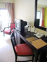 プーケット カタビーチのホテル : センタラ カタ リゾート(Centara Kata Resort)のデラックスシングルルームの設備 Writing Desk