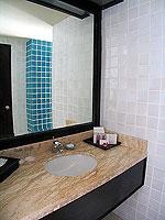 プーケット カタビーチのホテル : センタラ カタ リゾート(Centara Kata Resort)のデラックスシングルルームの設備 Bathroom