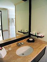 プーケット カタビーチのホテル : センタラ カタ リゾート(Centara Kata Resort)の1ベッドルーム ファミリースイートルームの設備 Bath Room