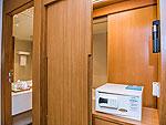 プーケット カップル&ハネムーンのホテル : アシュリー ハブ ホテル パトン(Ashlee Hub Hotel Patong)のデラックスルームルームの設備 Closet
