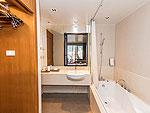 プーケット カップル&ハネムーンのホテル : アシュリー ハブ ホテル パトン(Ashlee Hub Hotel Patong)のデラックスルームルームの設備 Bath Room