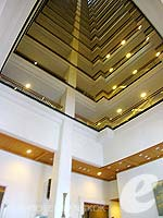 Atrium : Grande Centre Point Hotel Ploenchit, Wireless Road, Phuket